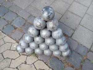Kugelpyramide, Beispiel vom Neuwieder Schloss